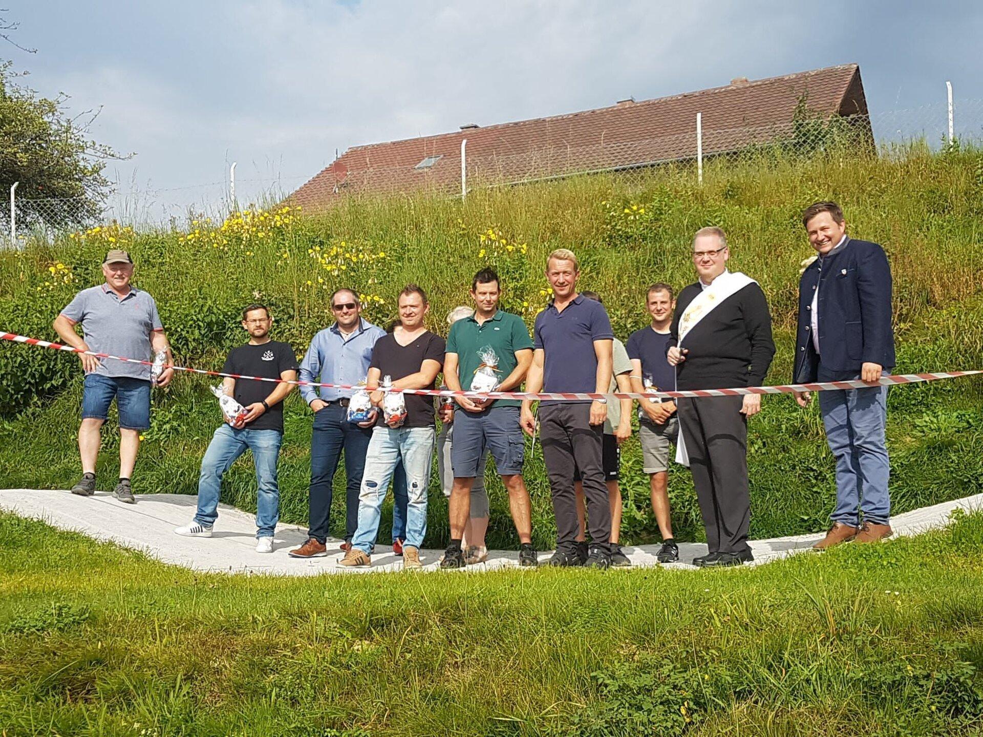 Gruppenfoto bei Eröffnung