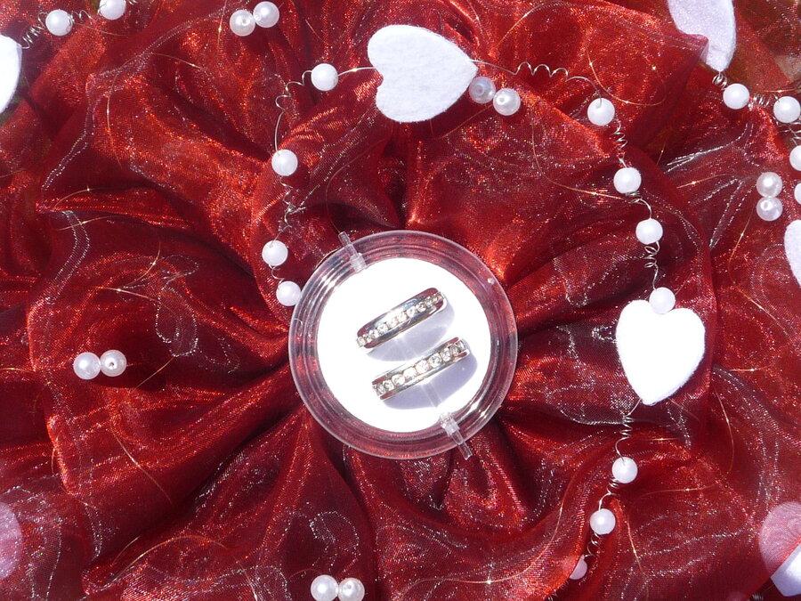 Ringrose - bordeaux mit Perlenband