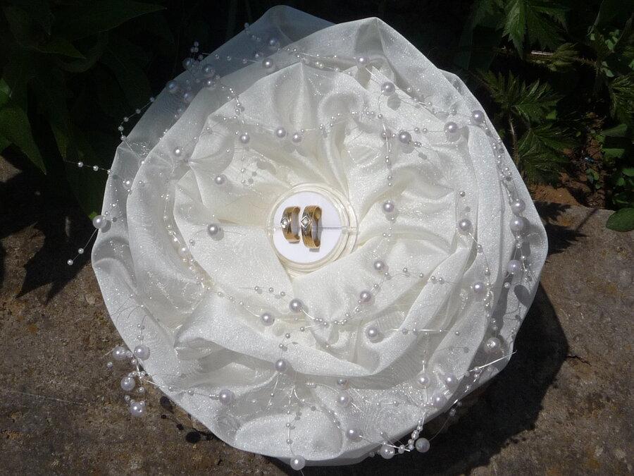 Ringrose - weiß mit kurzen Perlenbändern