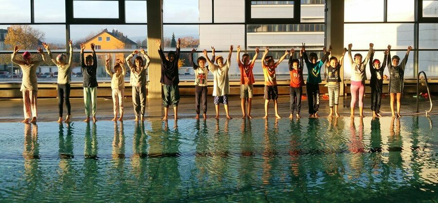 Schwimmen mit Kleidung mit nachhaltiger Wirkung