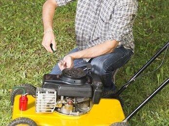 Reparatur eines Rasenmähers
