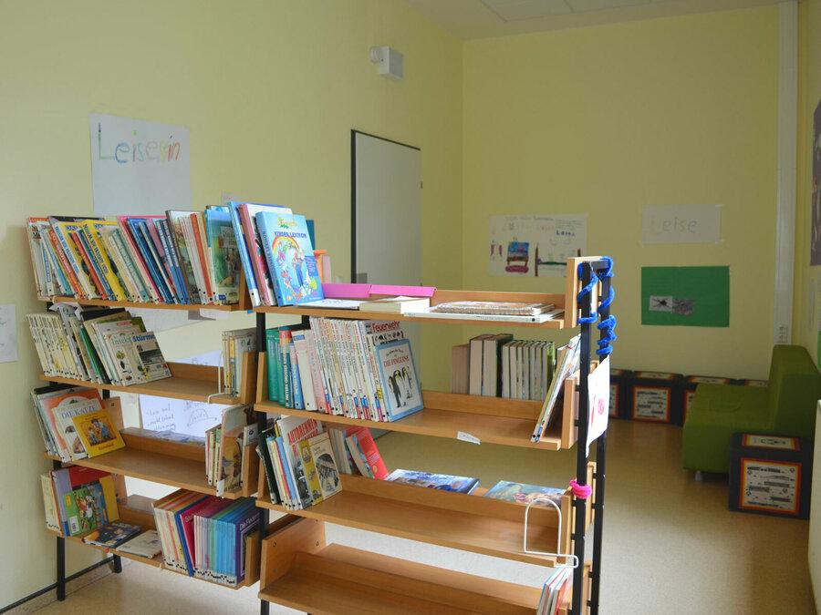 Nebenraum der Lernwerkstatt (Schulbücherei)