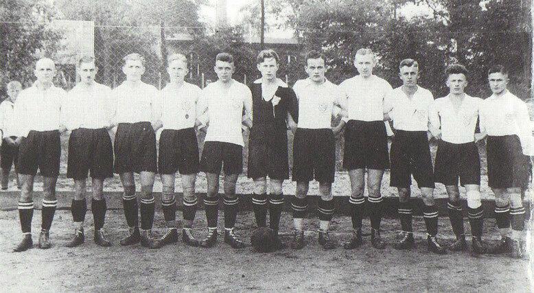 Die 1.Männermannschaft 1926 v.l.n.r.:Wilke, Herrmann, Wagner, Meißner, Winter, Freudenberg, H.Schaap, Schumann, Babbe, Rietze, E.Schaap.