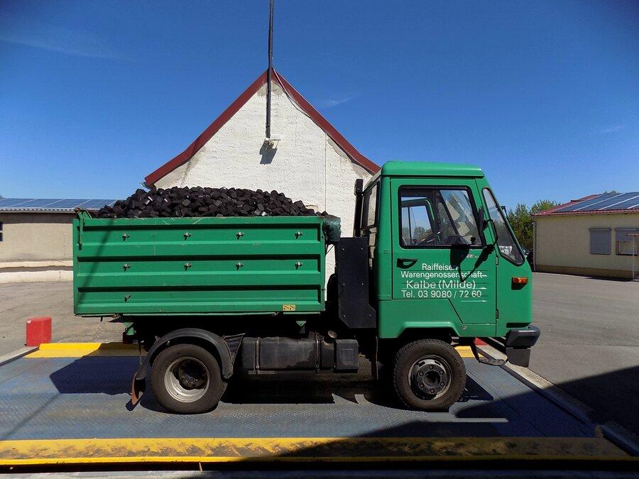 Multicar zur Lieferung von Brikett und Kies