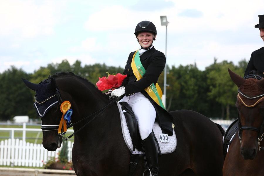 Pia-Katharina Voigtländer auf Istergold in der Dressur Klasse S**