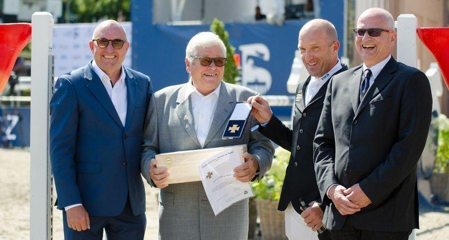 Wolfgang Meyer mit dem Goldenen Reiterkreuz geehrt