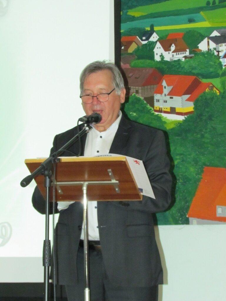 Alheims Bürgermeister Georg Lüdtke sprach Grußworte und überreichte Flachgeschenke