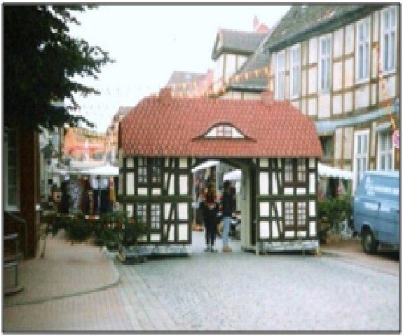 Modell-Torhaus