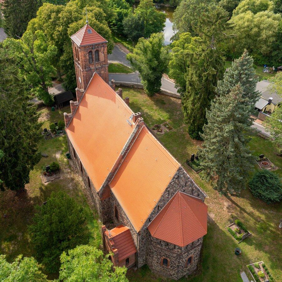 Vogelperspektive Dorfkirche Ladeburg