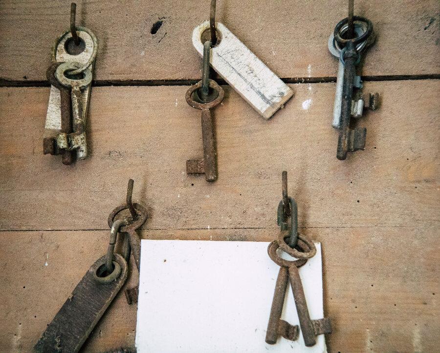 Alte Schlüssel in der Dorfkirche Ladeburg