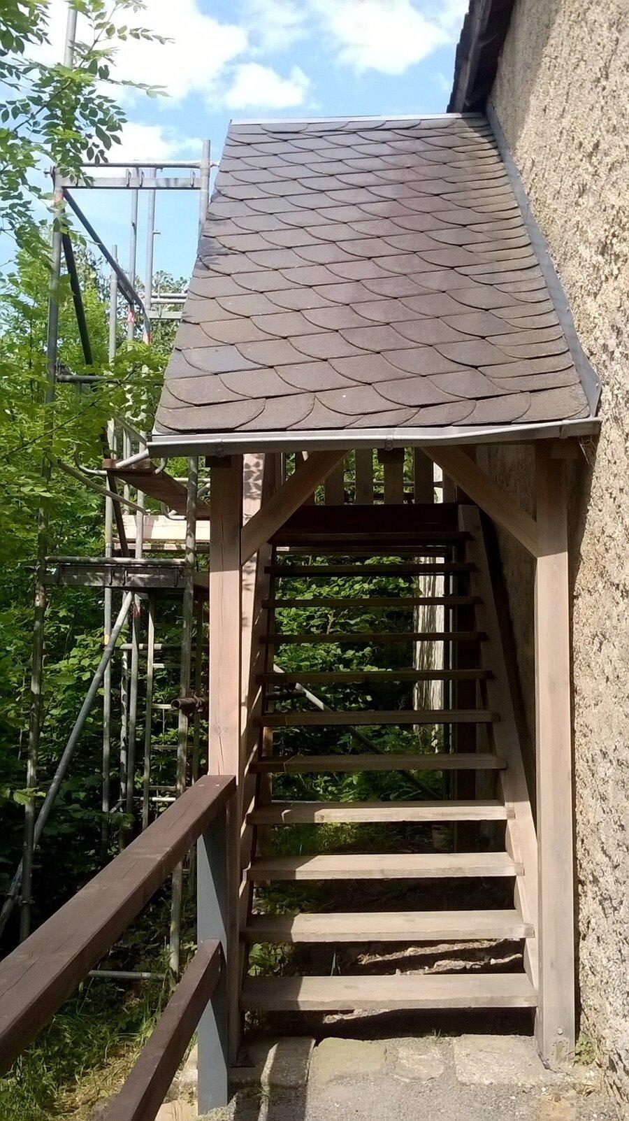 Die Holztreppe nach der Renovierung 2017