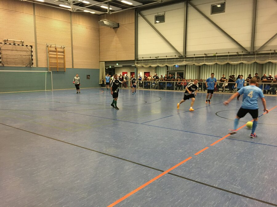 Team Blau gegen Schwarz