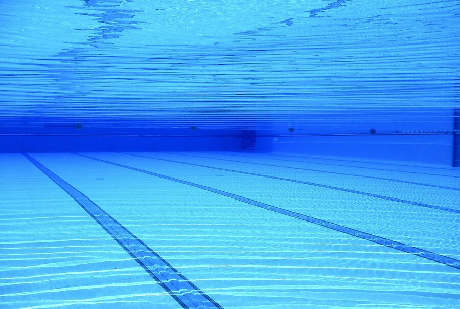 swimming-pool-504780_1920