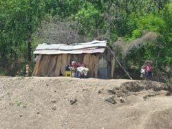Arme-Behausung-auf-dem-Land