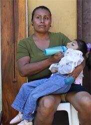 Pipito-Mutter-mit-ihrem-Kind