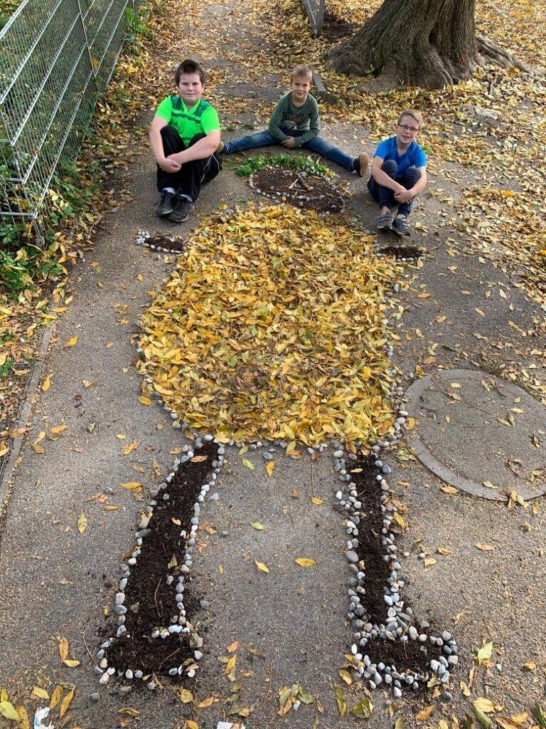 Riese aus Blätter