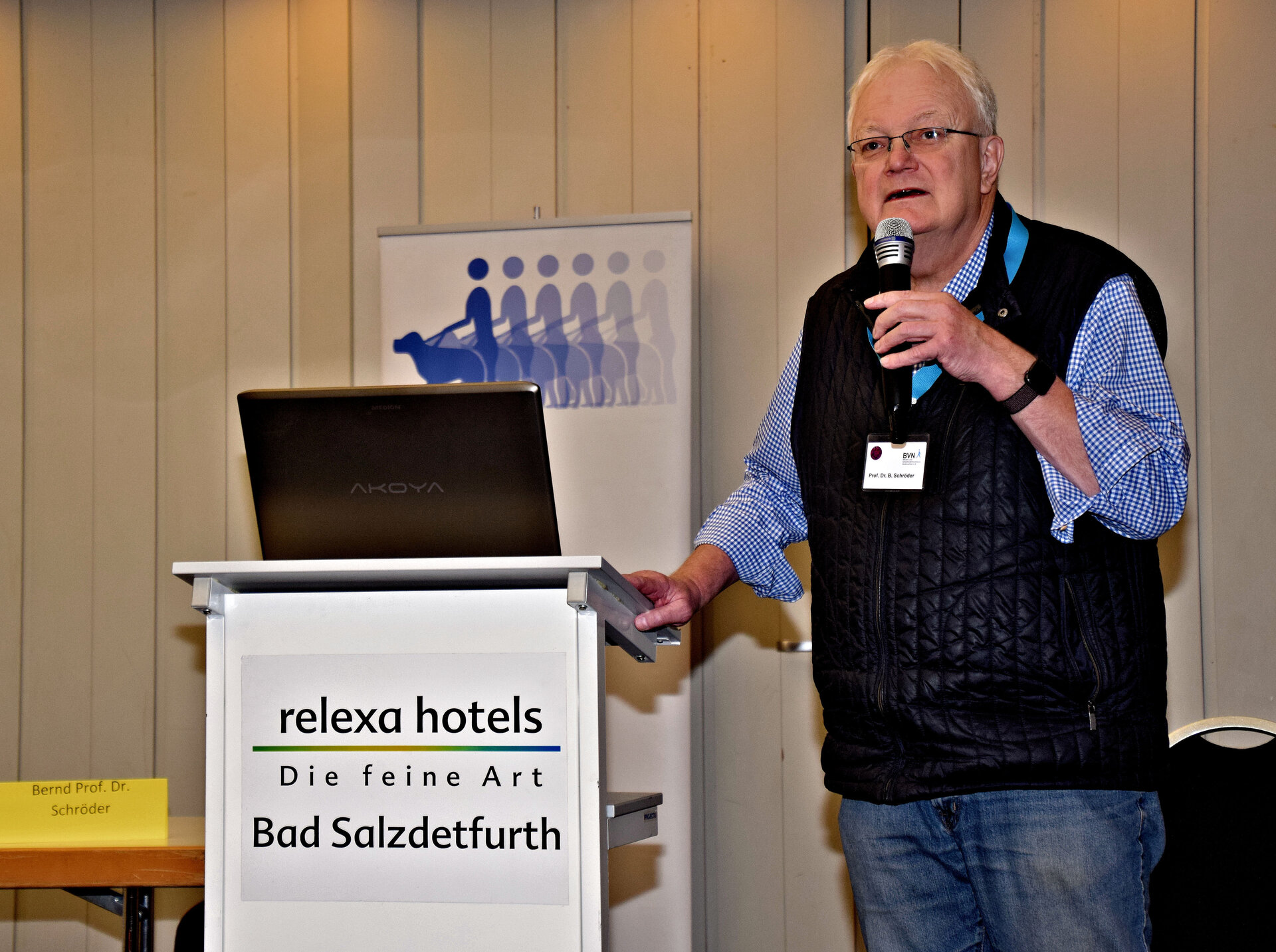 Prof. Bernd Schröder