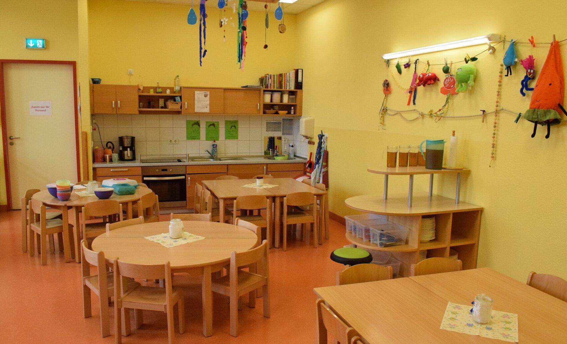 Cafeteria mit integrierter Kinderküche