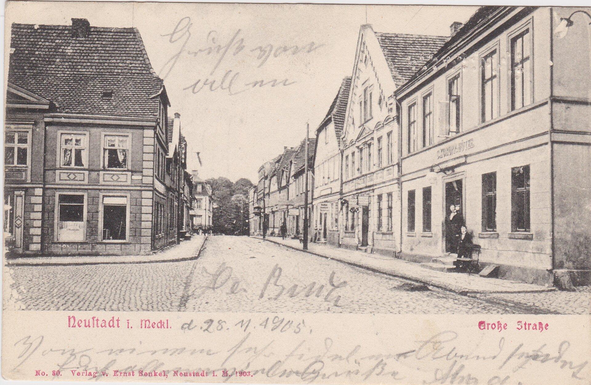 Grosse Strasse, Ecke Marktplatz mit Blick zum Schloss, rechts KOROPPS Hotel, links Schlachter Plückhahn, Aufnahme vor 1926