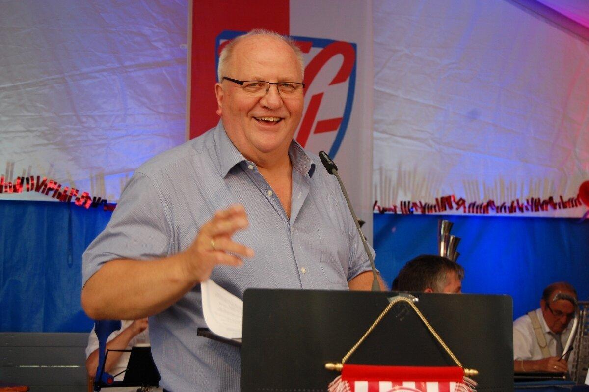 Foto 6: Hat auf die Anfänge des ruhmvollen FCH zurückgeblickt: Vorsitzender Friedhelm Winkelhake.