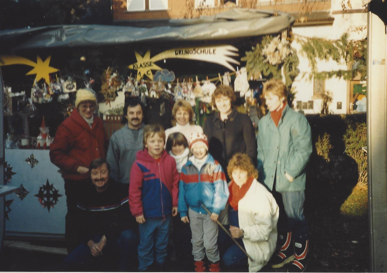 4. WM 1988 Stand der Grundschule Klasse 1C Die Helfer