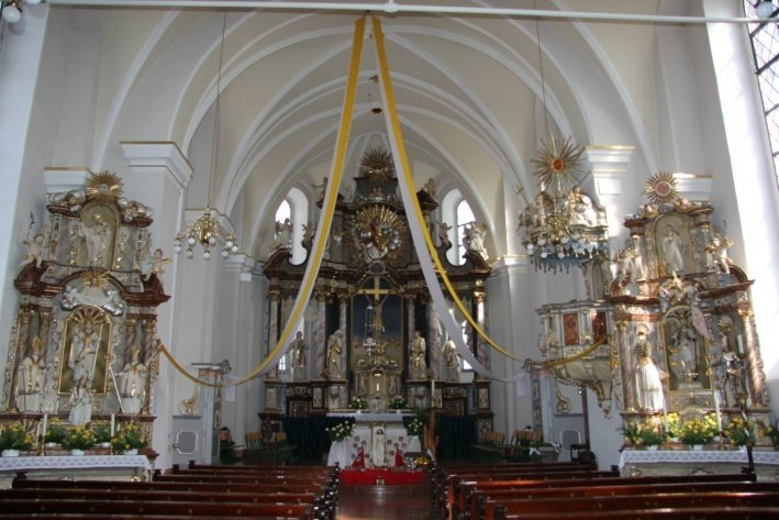 Innenraum der kath. Pfarrkirche St. Laurentius
