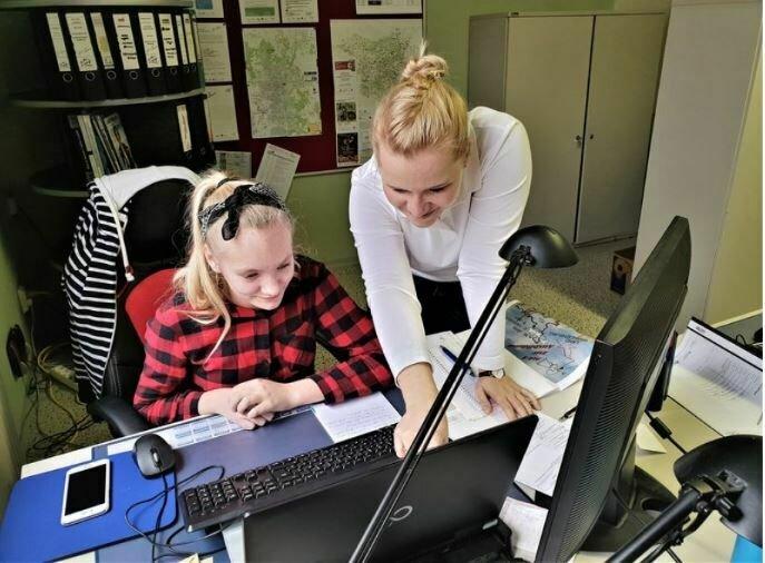 Joy und Beatrice bei der Arbeit