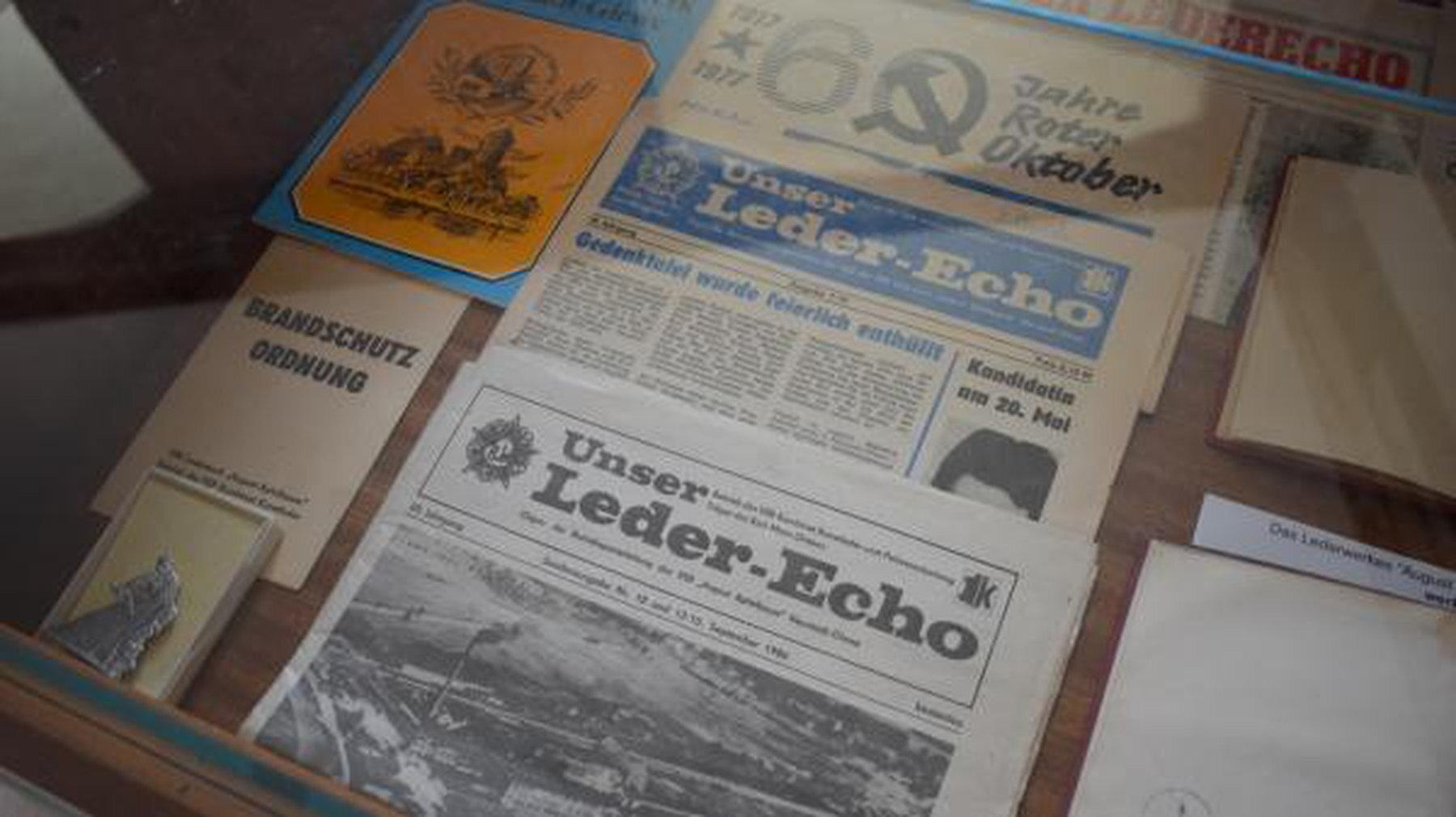 """Für die zeitweise bis zu 1600 Mitarbeiter wurde regelmäßig die Betriebszeitung """"Unser Leder-Echo"""" veröffentlicht"""