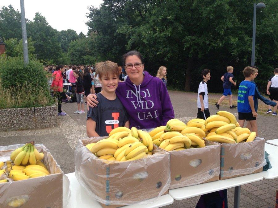 Bananen für die Läufer beim Sponsorenlauf