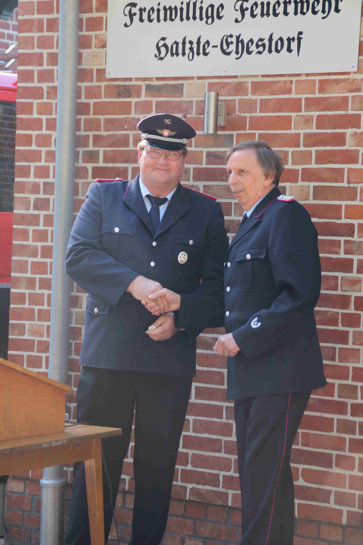 Schlüsselübergabe vom Gemeindebrandmeister an Ortsbrandmeister