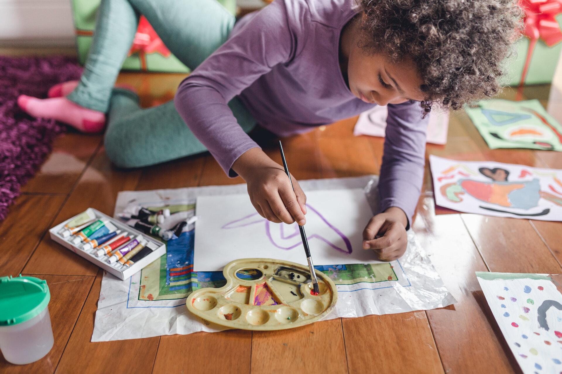 Malend verarbeiten Kinder ihre Fluchtgeschichte