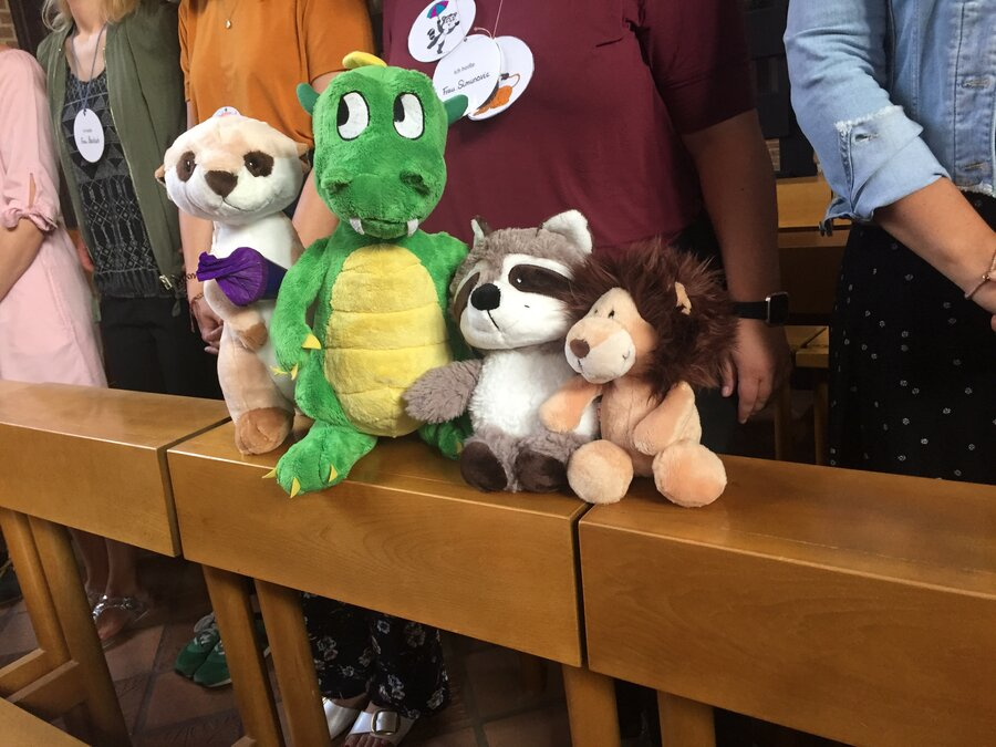 Aufgeregte Klassentiere bei der Einschulungsfeier