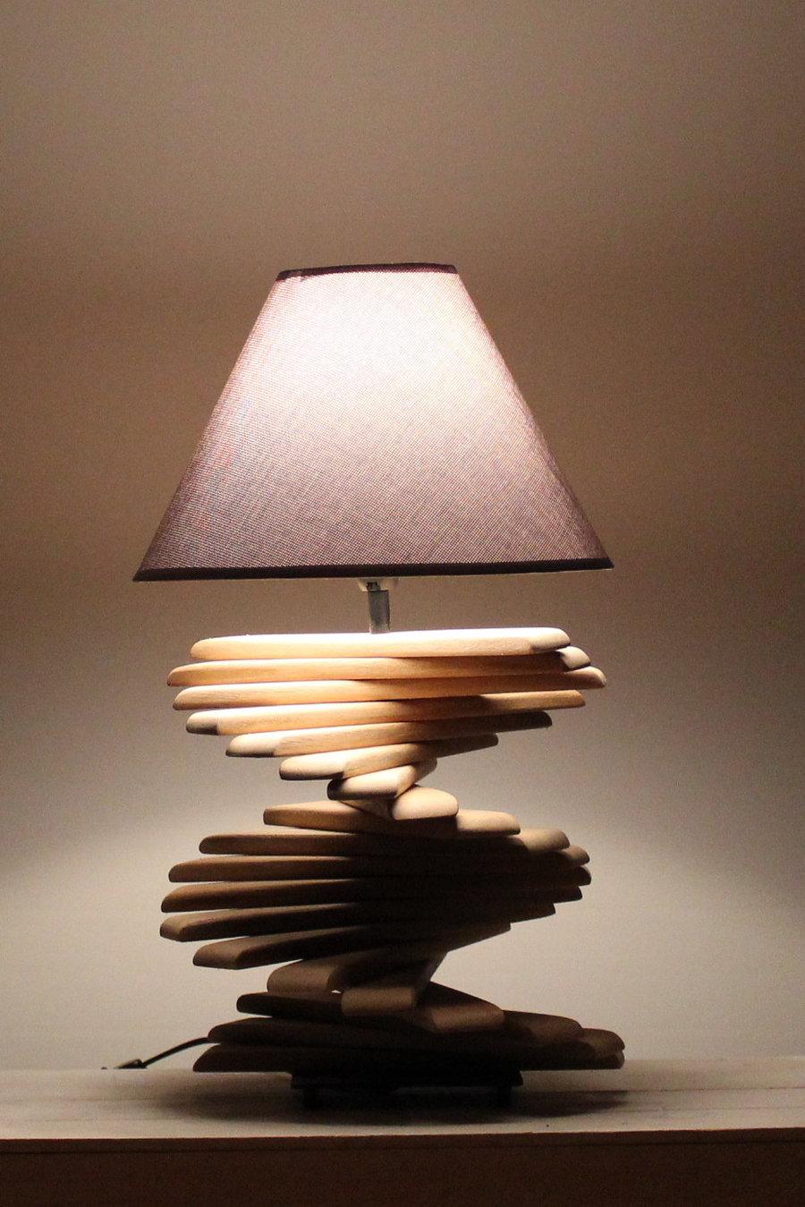 Lampe mit Leisten.