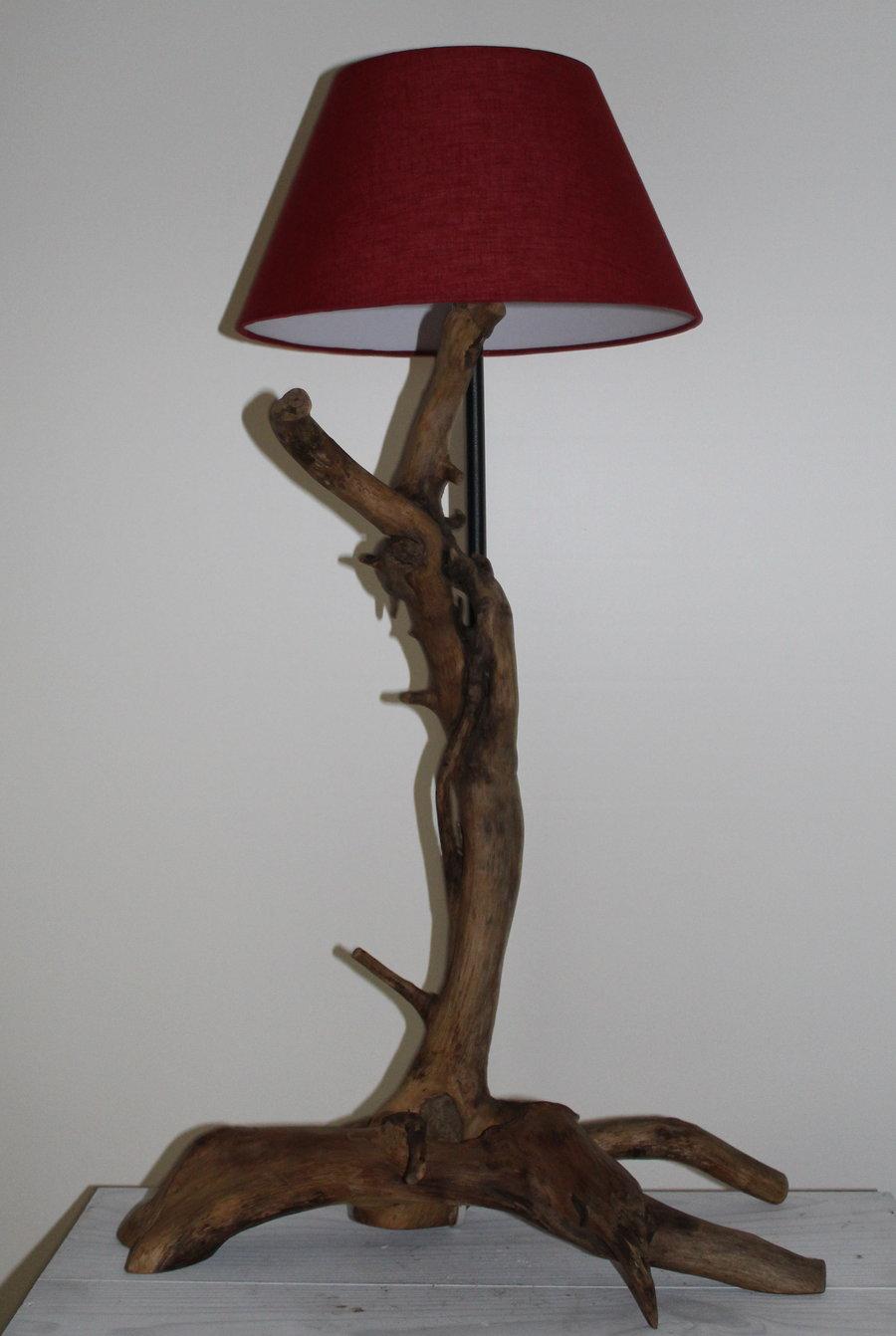Lampe aus einer Wurzel