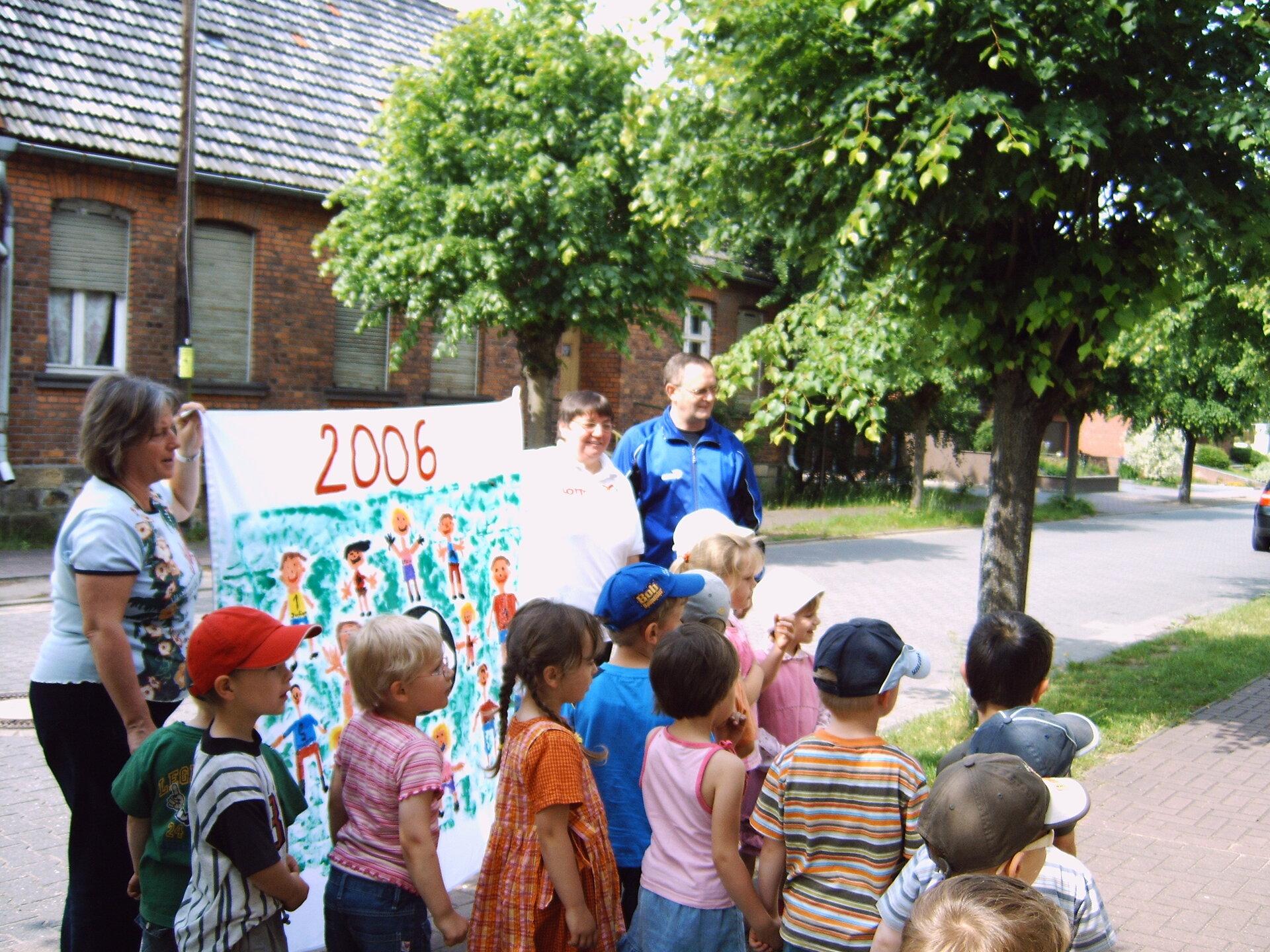 Zur Fußball-WM 2006 malten die Jüngsten aus dem Haus der Zwerge ein Plakat für den TSV