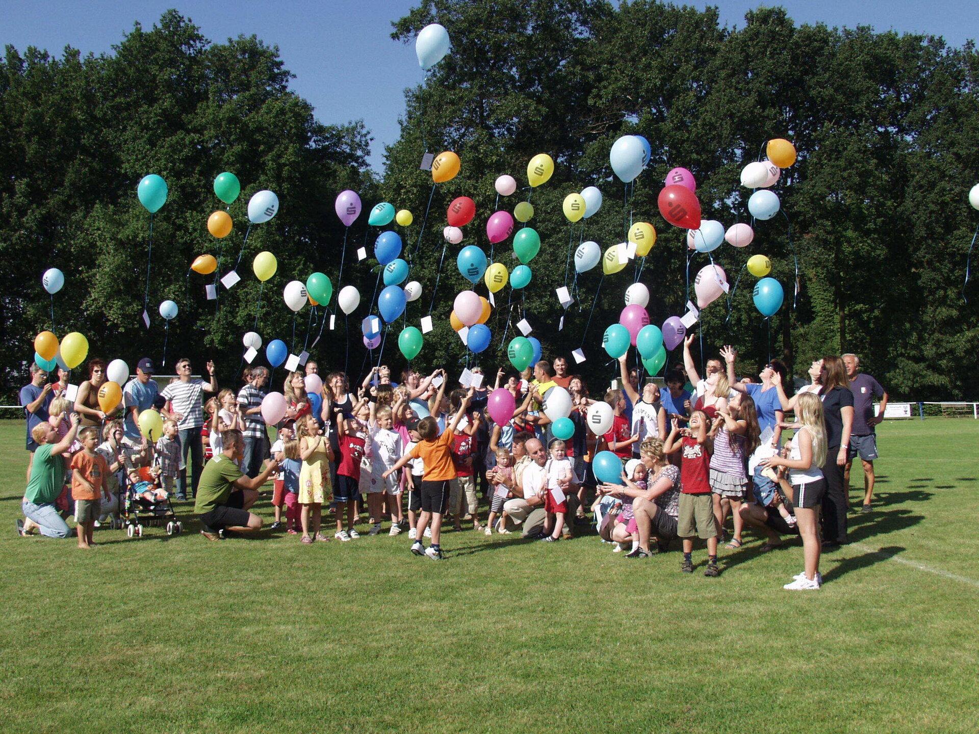 2009 feiern TSV, Grundschule und KITA gemeinsam den 90. Geburtstag des TSV