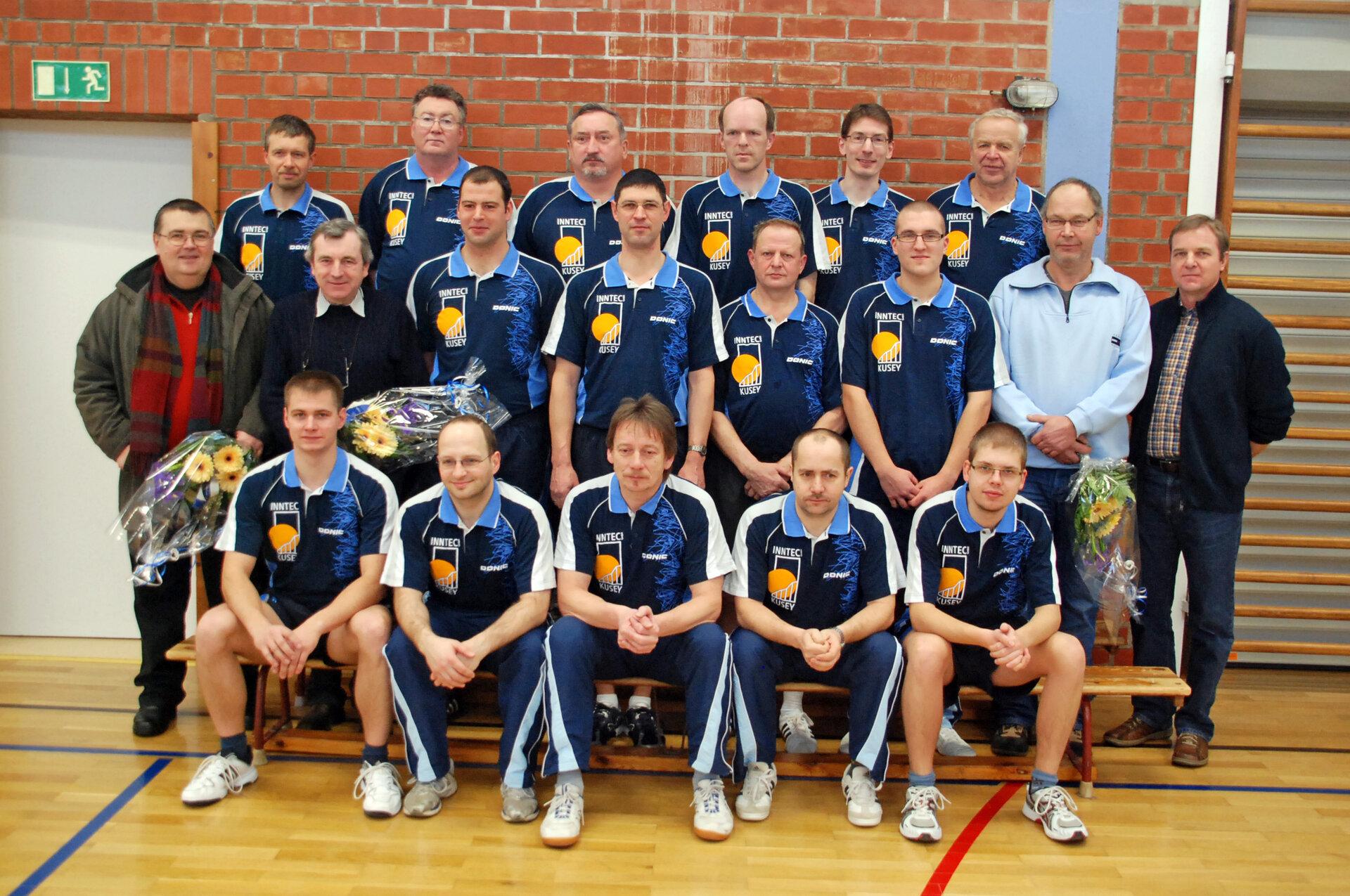 Die Aktiven der Tischtenissparte Ende 2009. Die Mannschaft bedankt sich bei der Firma INTEC Kusey und der Gemeinde Kusey für die Untersützung