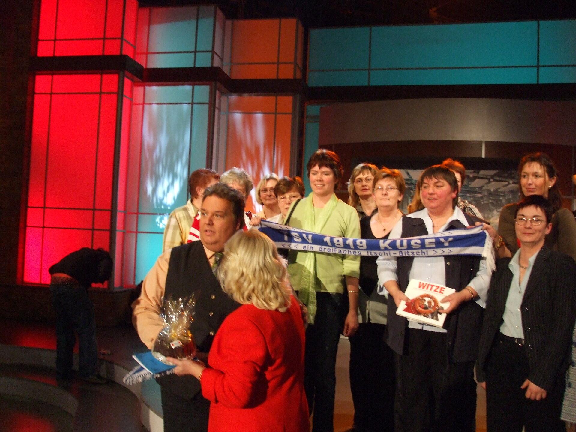 Die Gymnastikfrauen im Bingo Studio des NDR in Hannover am 24.02.08 mit Moderator Michael Türnau