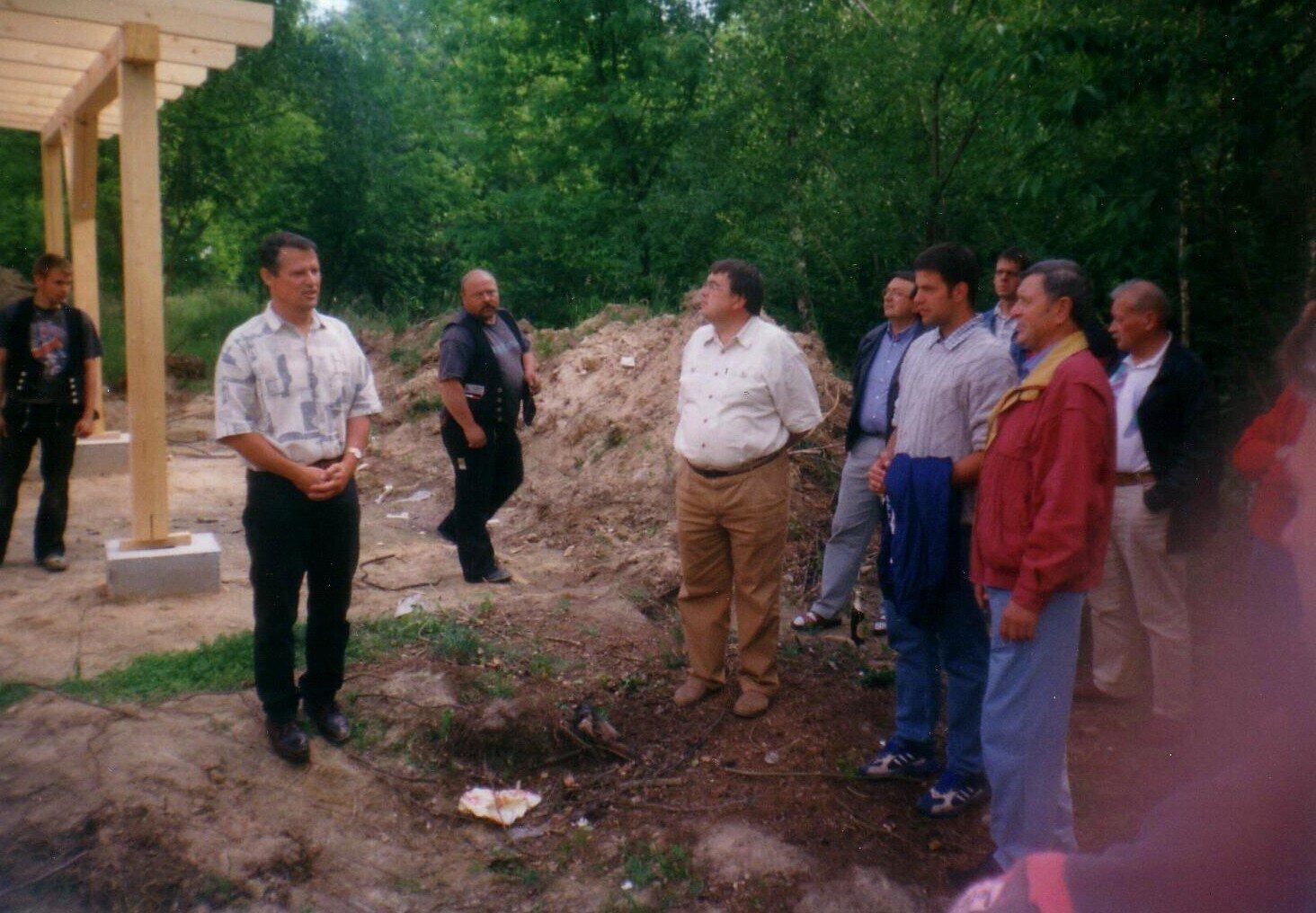 Eberhard Boxhammer, Vorsitzender 1986-2001 (links) und sein Stellvertreter Fritz Schulz 1997-2001 (vorn rechts), im Jahr 2000