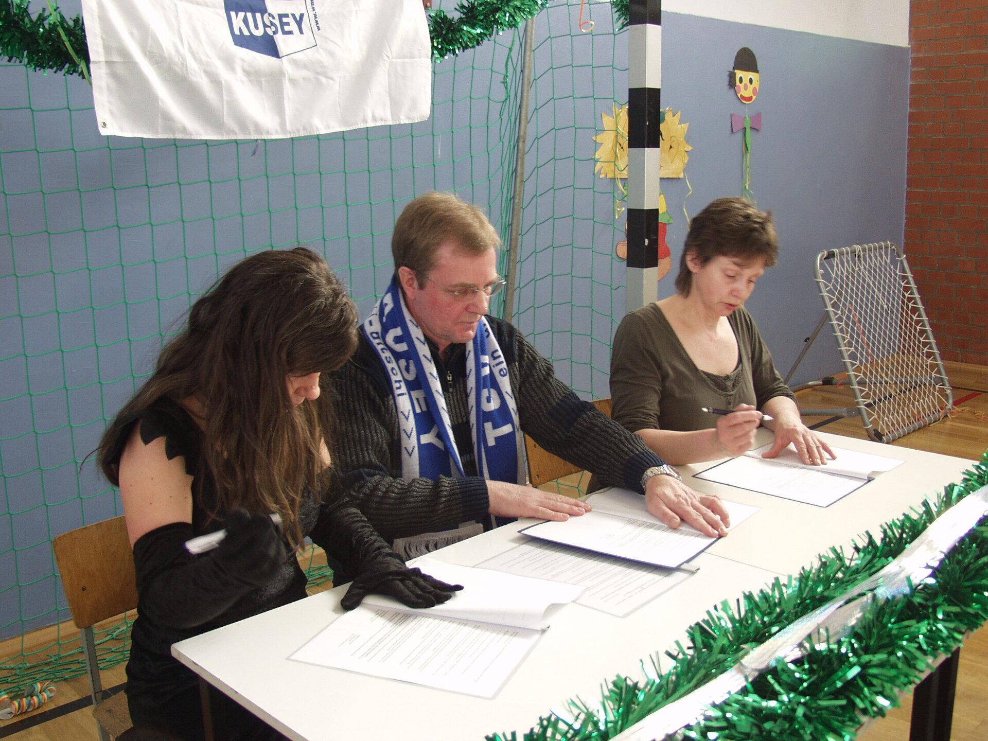 Vorsitzender Andreas Zerneke, 2001-2011, hier bei der Unterzeichnung der Kooperationsverträge