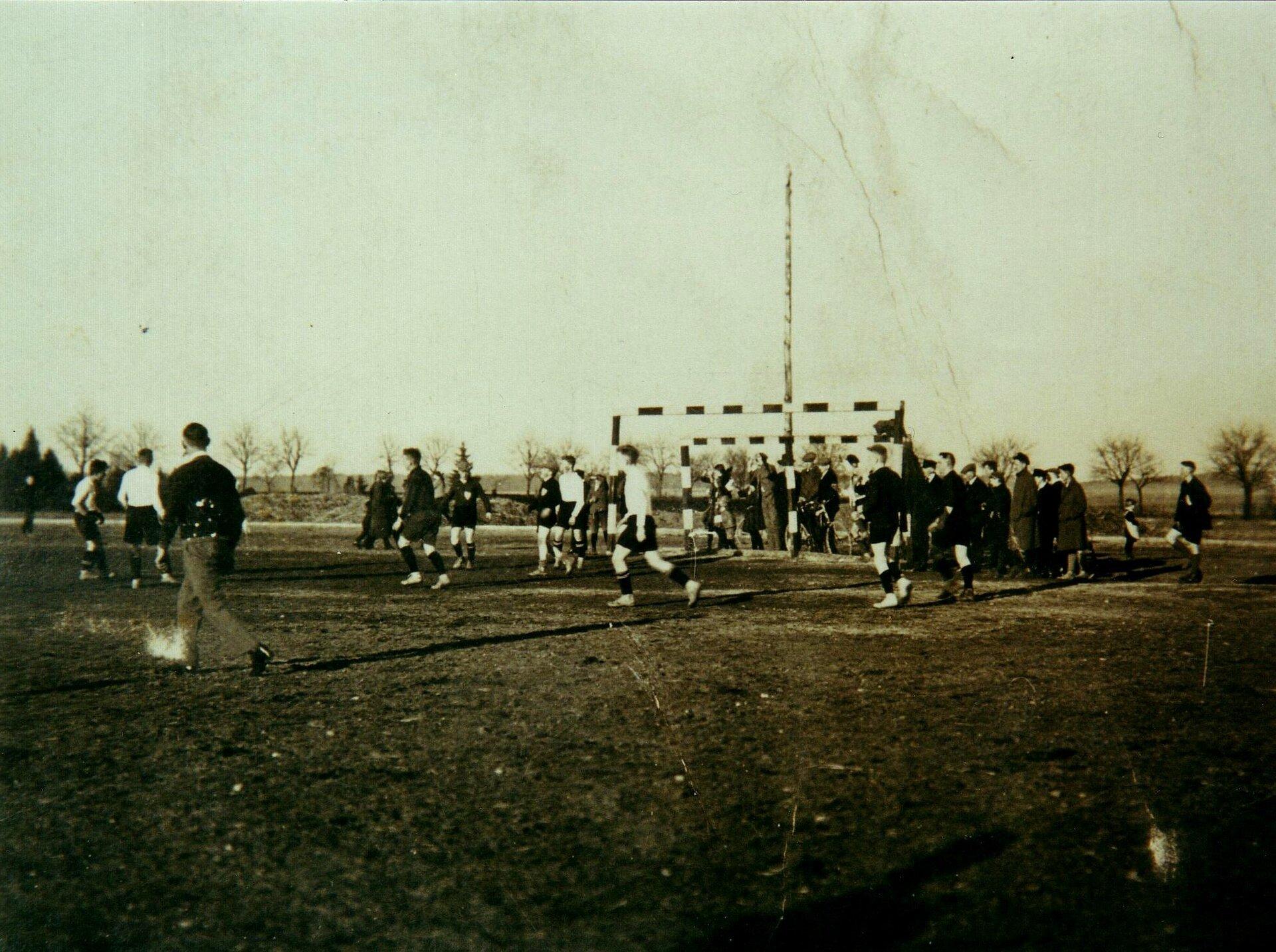 1929 - Fußballspiel, heute Standort der Grundschule