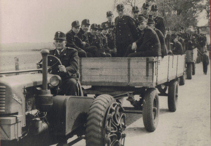 Feuerwehrfestumzug – Anfang der 50er Jahre  und TS Foto - Unterschrift: TS 8/8