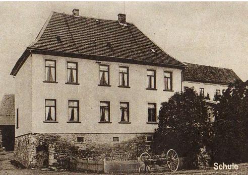 Schule im ehemaligen Herrenhaus des Rittergutes ab 1927 bis 1957 (Postkartenaufnahme von 1911)