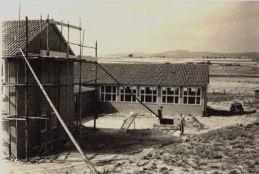 Schulneubau 1957, heute DGH mit Grillplatz