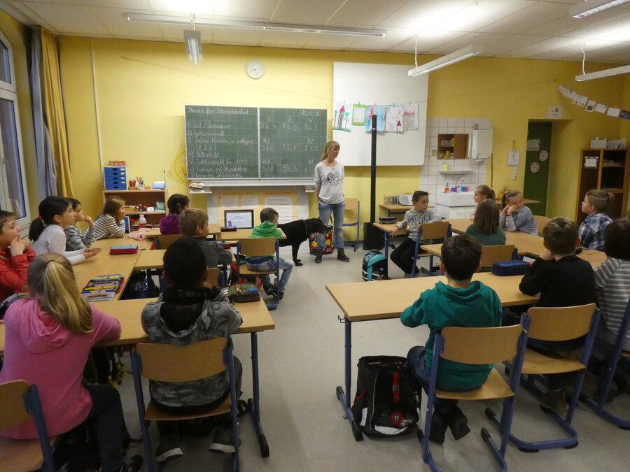 Besuch_in_der_Schule_-_Informationen_ber_Hunde_-_15.11.2019_12_