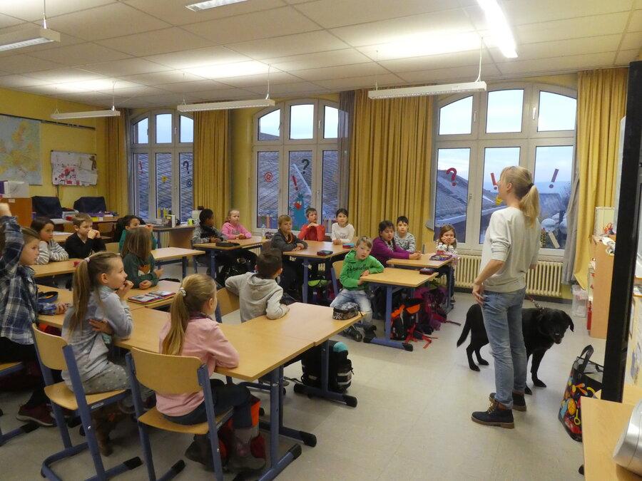 Besuch_in_der_Schule_-_Informationen_ber_Hunde_-_15.11.2019_11_