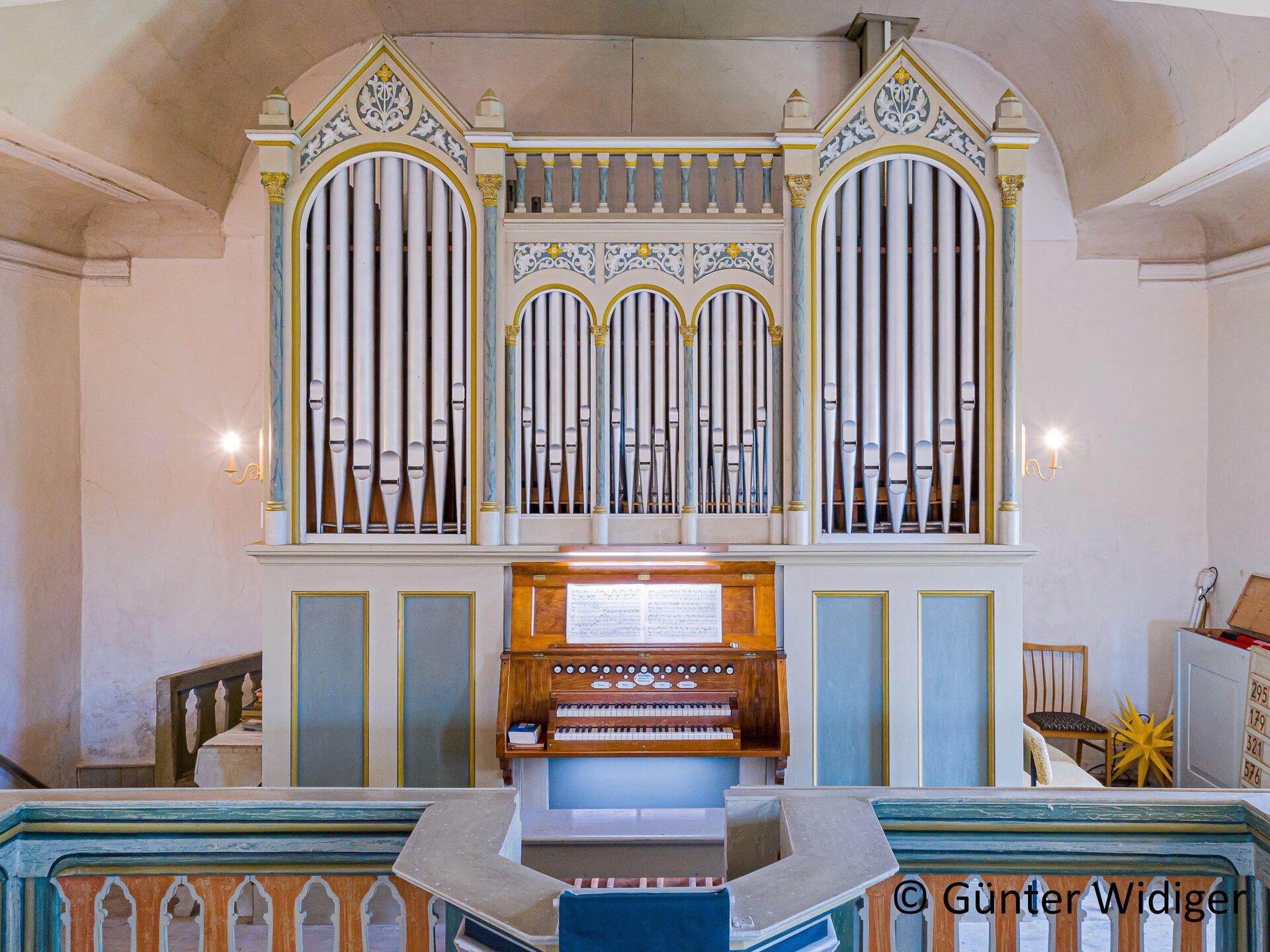 Seubtendorf - Kirche innen mit Blick auf die Orgel