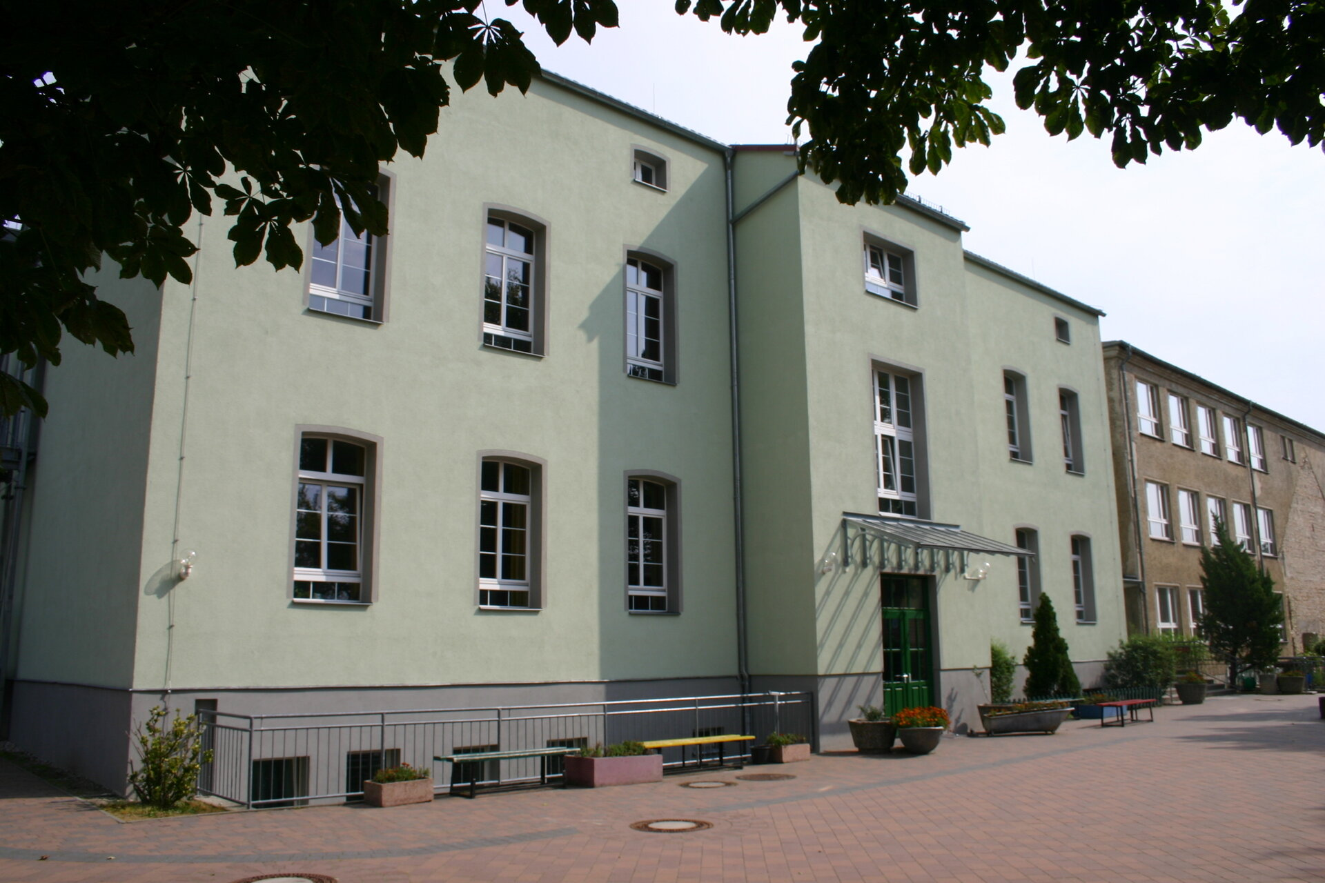 Schulgebäude Hofansicht
