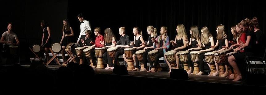 Schwerpunktkurs mit afrikanischen Trommeln, Sommerkonzert 2018 in der Stadthallte Falkensee