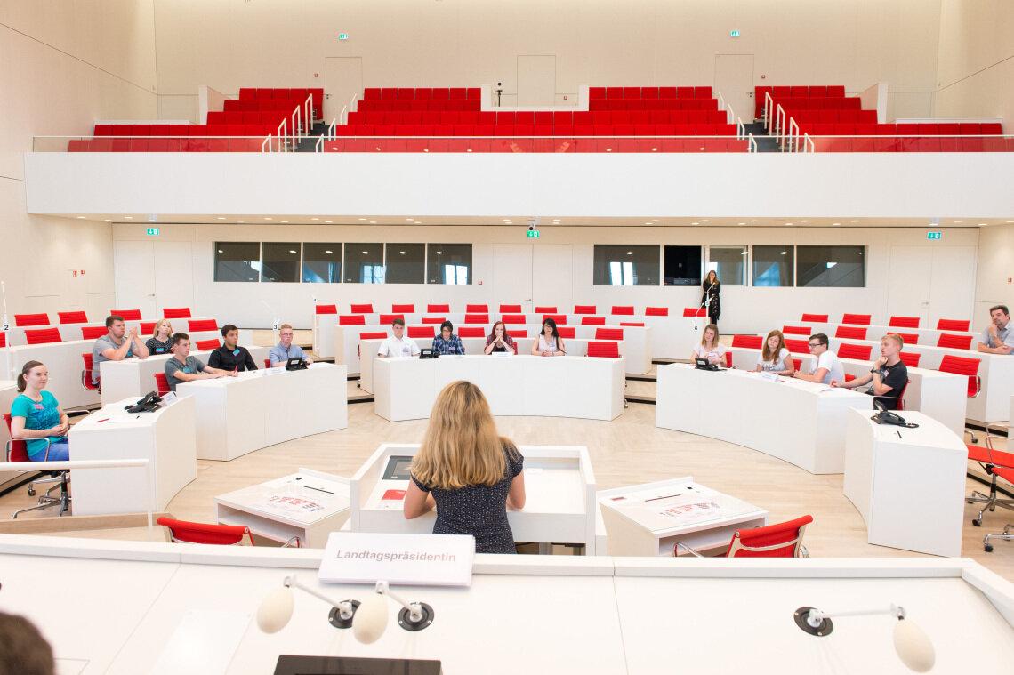 Plansspiel im Landtag